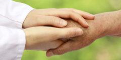 موضوع مختصر عن بر الوالدين.. 10 أشياء عليك القيام بها لتنال رضاهما